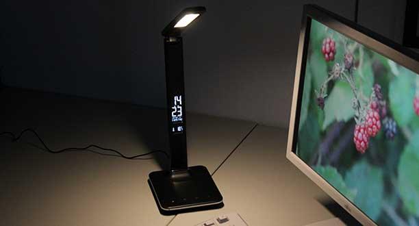 LED Beleuchtung - LED Schreibtischlampe in Lederoptik,   LED Leuchte mit High-Defintion-VA-Bildschirmkalender und Wecker